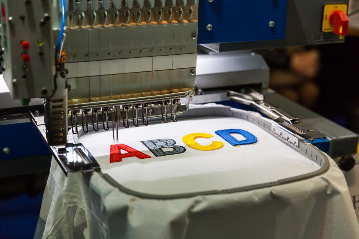 Bild Flachstickerei Textilien besticken
